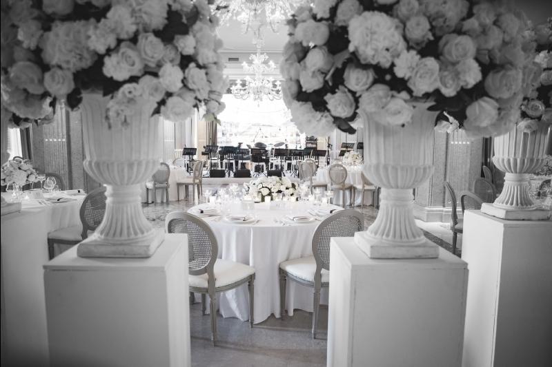 salle de repas de mariage - accueil floral