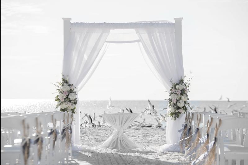 mariage au bord de la mer - décorations et ceremonie